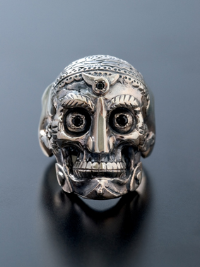 RUDE GALLERY / TIBETAN MONK SKULL RING(SIL/BK)
