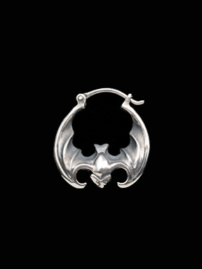 MAGICAL DESIGN / BAT EARRING